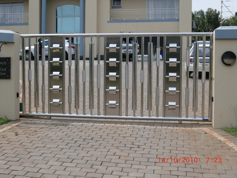 Platinumss tel 031 577 5801 cell 083 555 3330 share call for Aluminum driveway gates prices